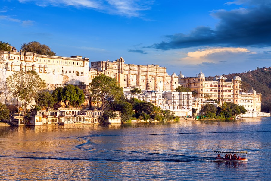 Udaipur, City Palace and lake